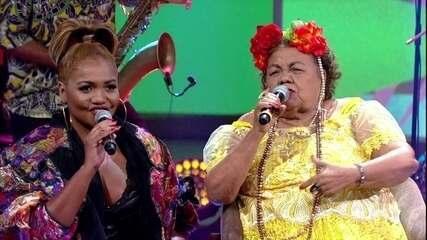 "Gaby Amarantos e Dona Onete cantam ""Banzeiro"""