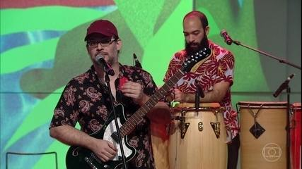 Pio Lobato faz uma demonstração dos ritmos musicais do Pará