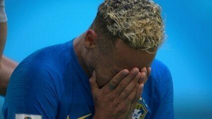Neymar chora muito após o apito final da partida contra a Costa Rica