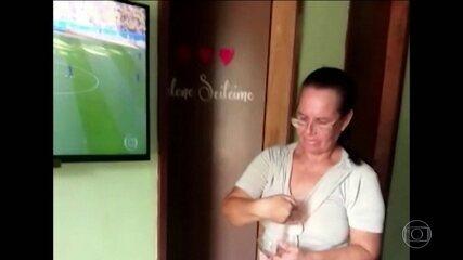 Saiba quem é dona Dinha, mulher que salvou o Brasil contra a Costa Rica