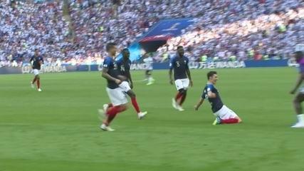 Golaço da França! Pavard chega batendo de três dedos e empata aos 11 do 2º