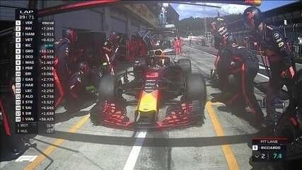 Depois de ser ultrapassado por Raikkonen, Ricciardo para nos boxes