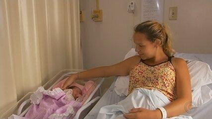 Policiais militares fazem parto de bebê na calçada em Ourinhos