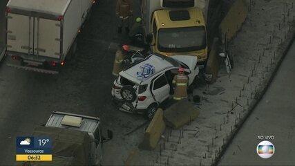 Carro e caminhão se envolvem em acidente na avenida Brasil