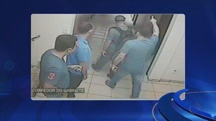 Vereador agride assessor em corredor da Câmara de Catanduva; vídeo