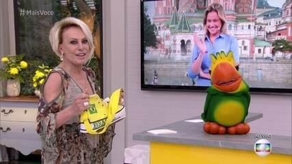 Bem humorada, Fernanda Gentil comenta acessório para a Copa apresentado por Ana Maria