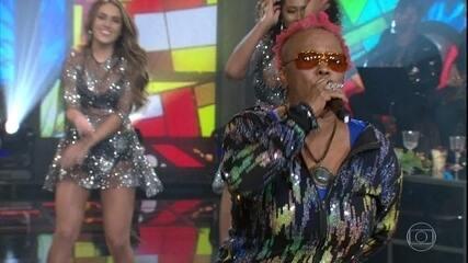 "Sandra de Sá canta ""Bye Bye Tristeza"" e ""Olhos Coloridos"""