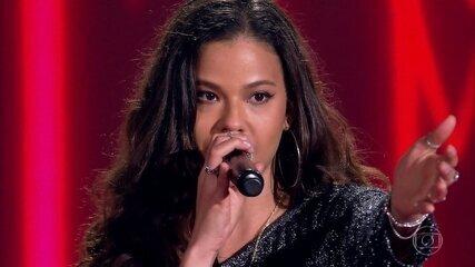 "Erica Natuza canta ""Pesadão"""