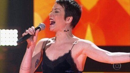 """Rê Adegas canta """"Vou Deitar e Rolar (Qua Qua Ra Qua Qua)"""""""