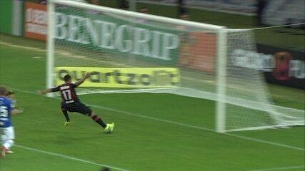 Inacreditável FC! Nicolas cruza, e Guilherme perde chance incrível. aos 11' do 1º tempo