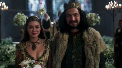 Afonso e Amália se casam no altar