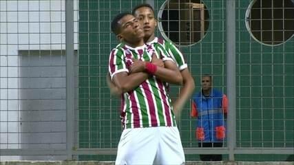 Gol do Fluminense! Marcos Paulo recebe o passe e toca na saída do goleiro, aos 12' do 1ºT