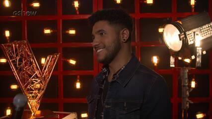 Confira a emoção de Arthur Henrique instantes antes de subir ao palco do 'The Voice'