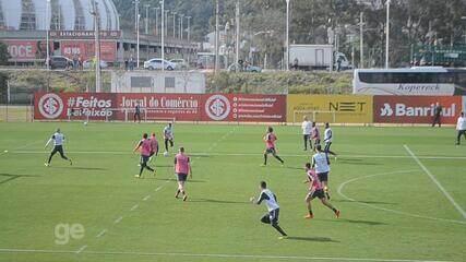 Inter faz treino de movimentação em campo reduzido