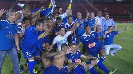 Cruzeiro vence Vitória no Barradão e garante título do Brasileirão de 2013