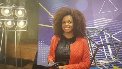Jeniffer Nascimento participa de transmissão ao vivo