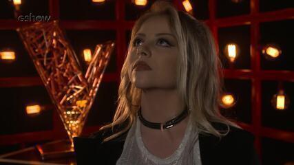 Veja a emoção de Marine Lima instantes antes de subir ao palco do 'The Voice'