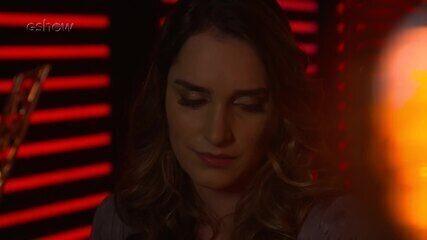 Veja a emoção de Lais Yasmin instantes antes de subir ao palco do 'The Voice'