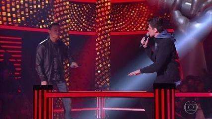 "Kelvin Bruno e Murilo Bispo cantam ""Clocks"""
