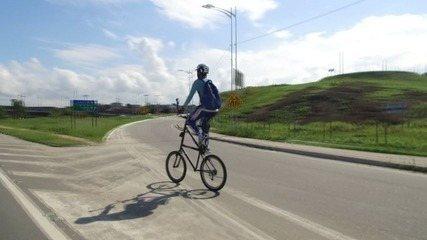 Em Movimento: Conheça o professor que usa bike de dois andares para chegar até o trabalho