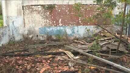 Alunos aguardam por reforma em escola que foi destruída por incêndio em São José