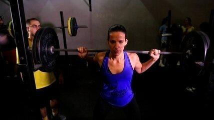 """""""Bora Treinar Crossfit"""": Viviane Costa faz treino de força com carga no limite"""