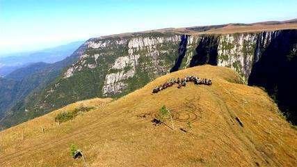 Partiu RS: faça um passeio com cavaleiros gaúchos pelos Campos de Cima da Serra