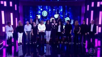 Juliana Paiva recebe homenagem da família