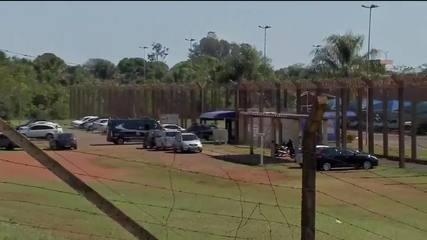 Comboio com Adélio Bispo chega a presídio federal em Campo Grande (MS)