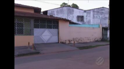 Polícia descobriu clínica de dependentes químicos que mantinha internos acorrentados.