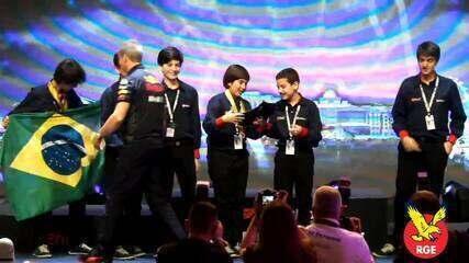 Confira no vídeo o momento da premiação da equipe brasileira