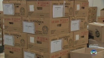 Urnas são levadas para seções eleitorais de Sorocaba
