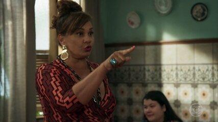 Coronela oferece os serviços de Damásia na cozinha da pensão
