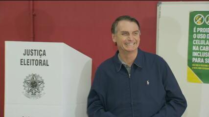 Jair Bolsonaro, candidato à presidência pelo PSL, vota na Zona Oeste do RJ