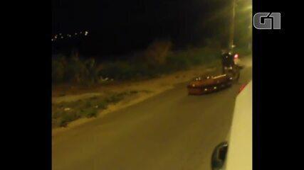 Caixão ficou para trás após cair de carro funerário