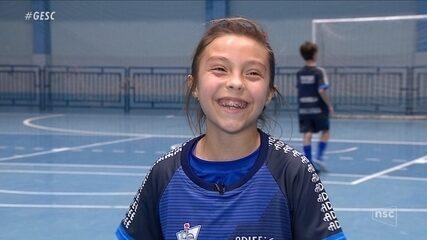 Catarinense de nove anos se inspira em Marta e sonha com a Bola de Ouro