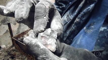 Meteorito que vale milhões de reais é recuperado dos escombros do Museu Nacional, no Rio