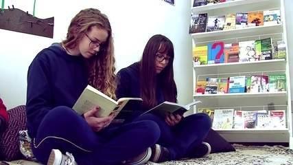 ONG instala pequenas bibliotecas em escolas públicas