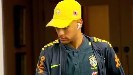 Neymar deixa hotel para treinar com a Seleção Brasileira