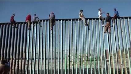 Caravana de imigrantes começa a chegar à fronteira entre México e Estados Unidos