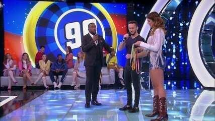 """Diego Hypolito no palco do programa """"Os melhores Anos das Nossas Vidas"""""""