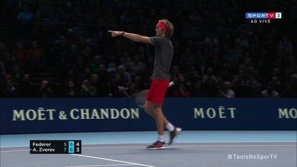 Zverev acusa outra bola na quadra, para o jogo e Federer volta o saque