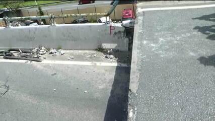 Técnicos fazem teste com viaduto que cedeu na Marginal Pinheiros