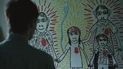 Pai fica emocionado ao ver desenho feito por outro paciente
