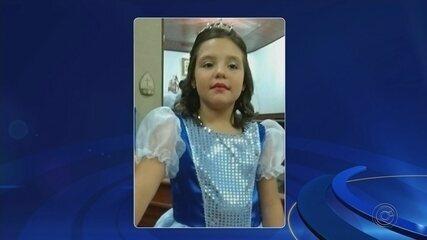 Menina de 9 anos morre após picada de escorpião enquanto brincava no quintal de casa