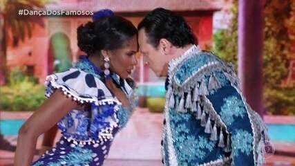 Danton Mello e Brennda Martins dançam o paso doble