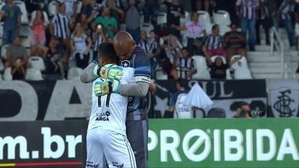 Gol do Botafogo! Moisés cruza na medida para Erik abrir o placar, aos 6 do 1º tempo