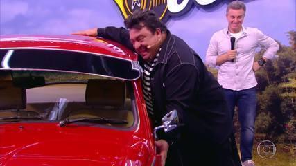 Lata Velha: Waldemir se emociona ao ver seu carro repaginado