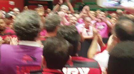 Novo presidente do Flamengo, Landim comemora com integrantes da Chapa Roxa