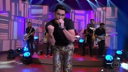 Gabriel Diniz canta 'Jenifer'